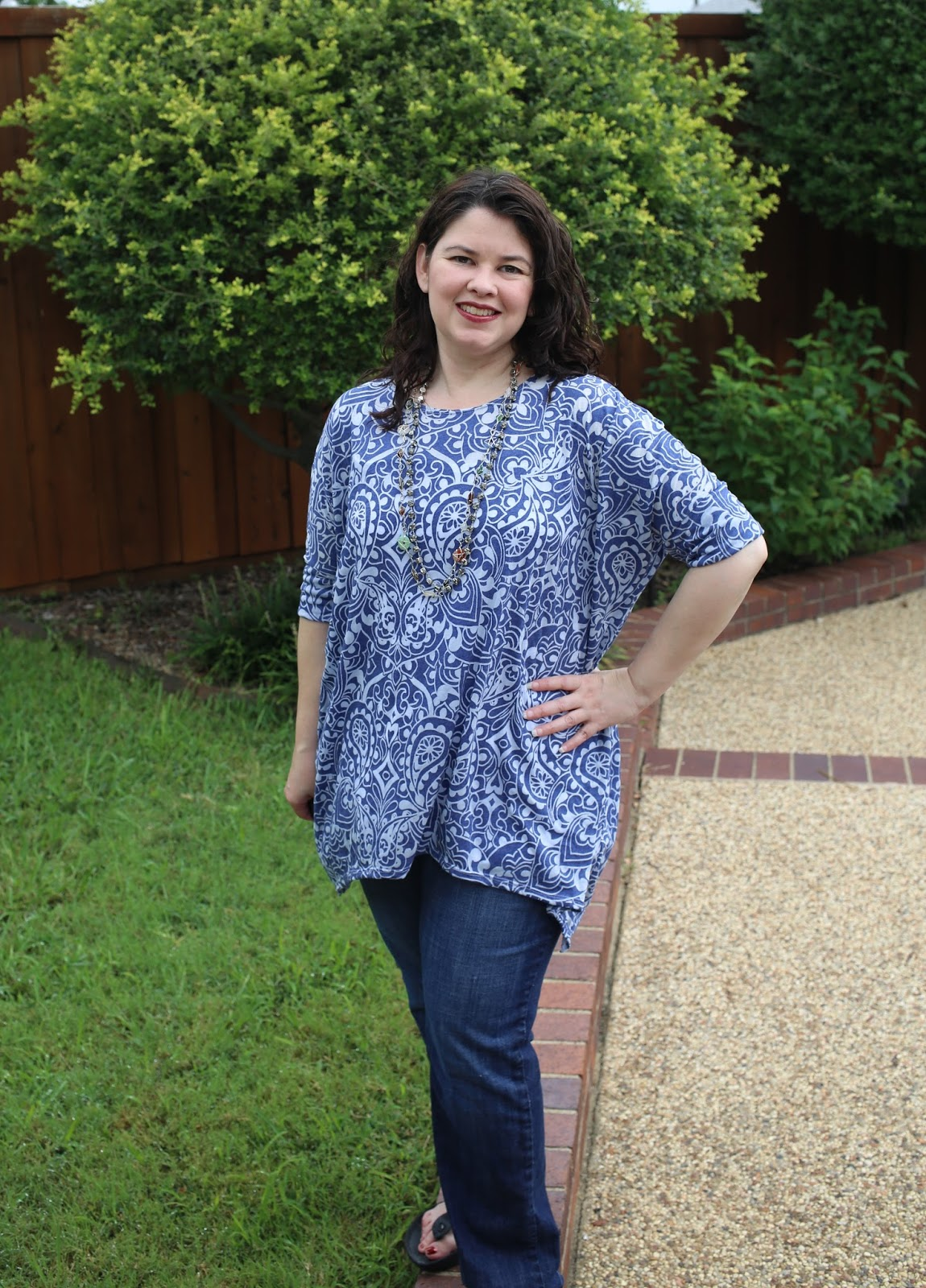 Aimee from Capture, Craft and Cook in her short sleeve side tail Piko Top. It's a little different then all the Irma's you are seeing with a similar feel. One pattern with so many options!